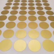 наклейки золотых круглых без надписей диаметром 30 мм.